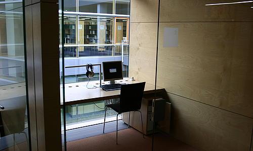 Blick in einen Einzelarbeitsraum der HSB Zittau